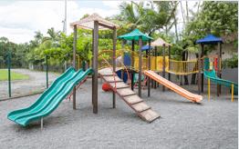 Spielplätze und Obstgarten e Pomar